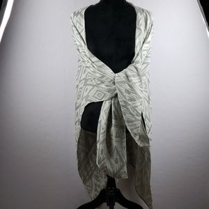 Silence + Noise Dark and Light Gray Patterned Wrap
